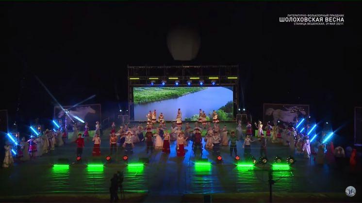 Видео фестиваля «Шолоховская весна» в ст. Вешенской. Выступление ансамбля «Казачий Дон»