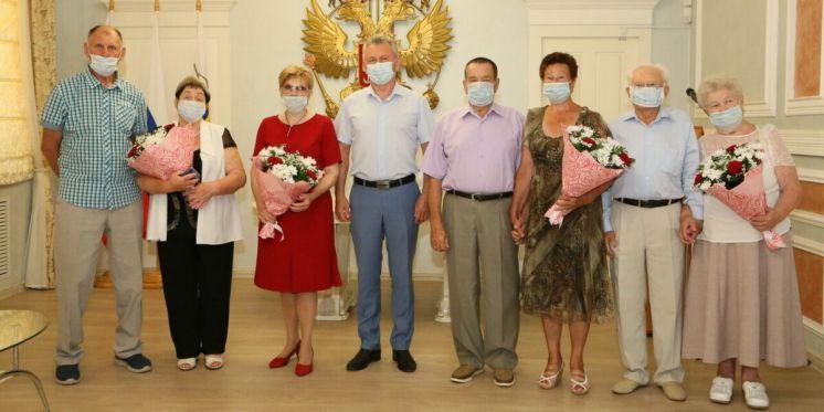 В День семьи, любви и верности по традиции чествовали крепкие семьи г. Волгодонска, прожившие в мире и согласии многие годы