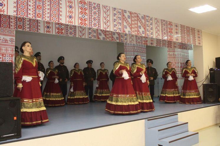 В Волгодонске жители 10 микрорайона (Красный Яр) отметили праздник Святой Троицы