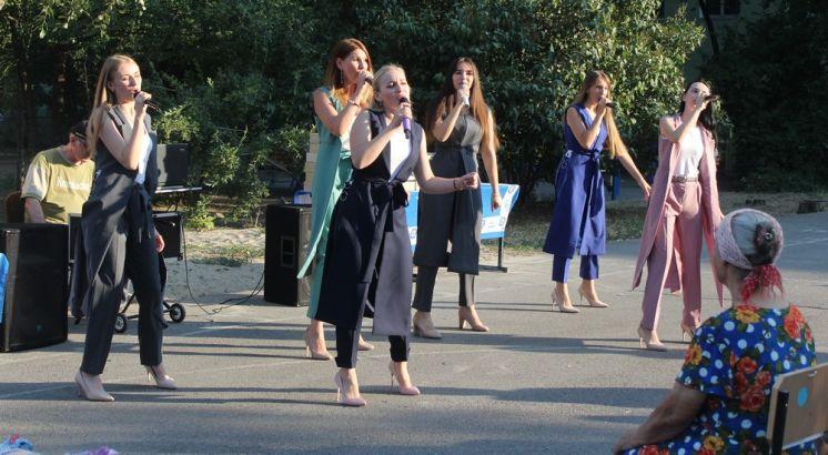 Артисты ДК «Октябрь» создают настроение на праздничных мероприятиях, посвященных Дню города