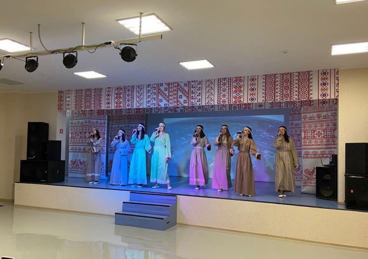 В День единения славят прошел концерт ансамбля «Славница» в Центре Дружбы народов