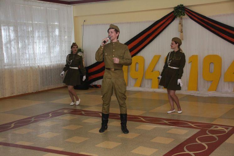 В ДК «Октябрь» состоялся праздничный концерт для ветеранов микрорайона №2