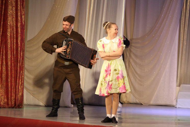 Во дворце культуры «Октябрь» прозвучали старые песни о главном, на которых выросли несколько поколений
