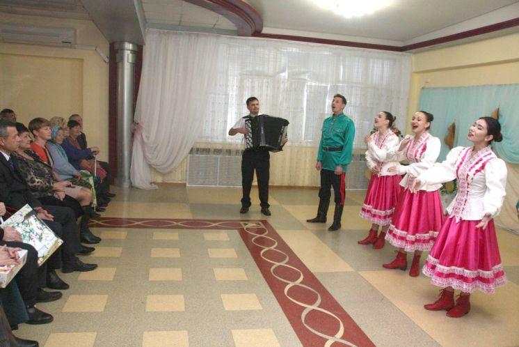В «Октябрь» концертом отметили Международный день слепых