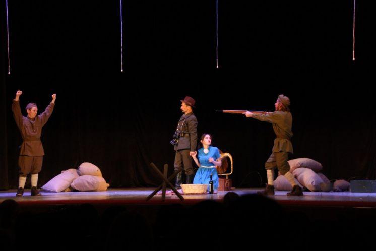 «Этюд-студия» подарила волгодонцам новую премьеру – спектакль, призывающий к миру