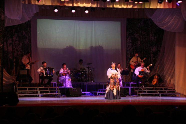 Ансамбль  «Веселая карусель» и солисты ДК «Октябрь» подарили волгодонцам вечер народной музыки