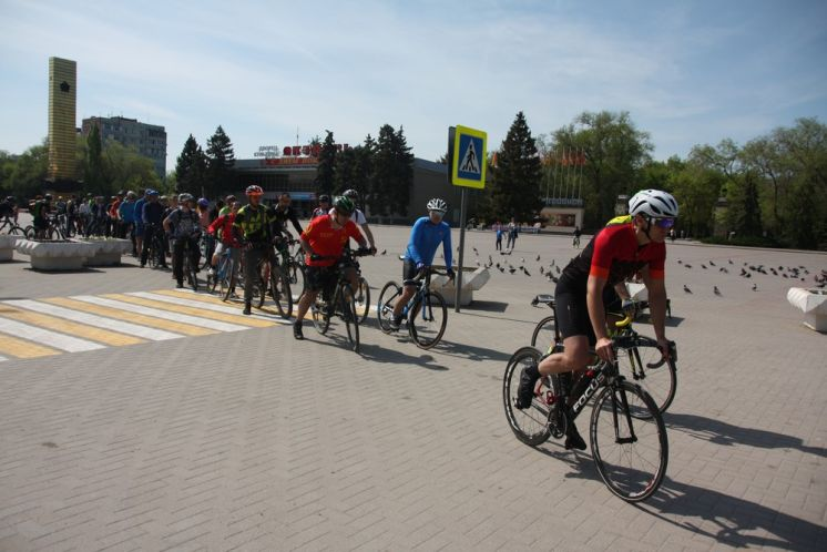 От ДК «Октябрь» в станицу Романовскую стартовал традиционный велопробег, посвященный Дню Победы