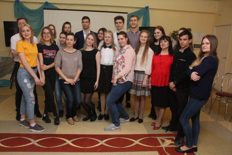 В ДК «Октябрь» отметили День поэзии литературно-музыкальным вечером