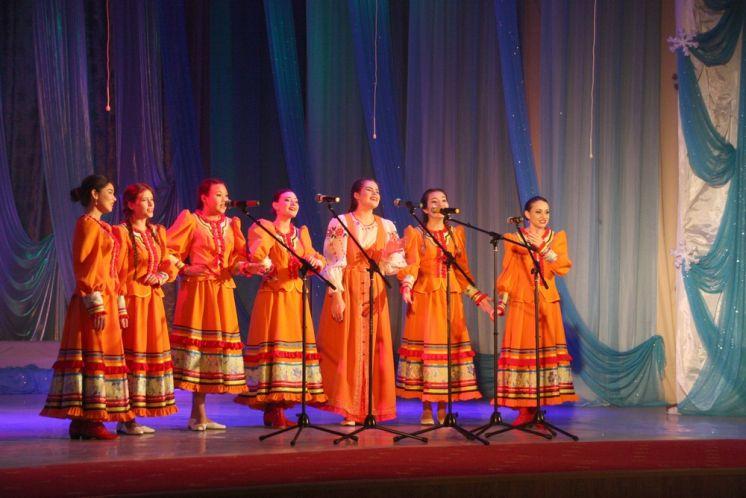 «Сторонушка Донская» дала отчетный концерт в ДК «Октябрь»